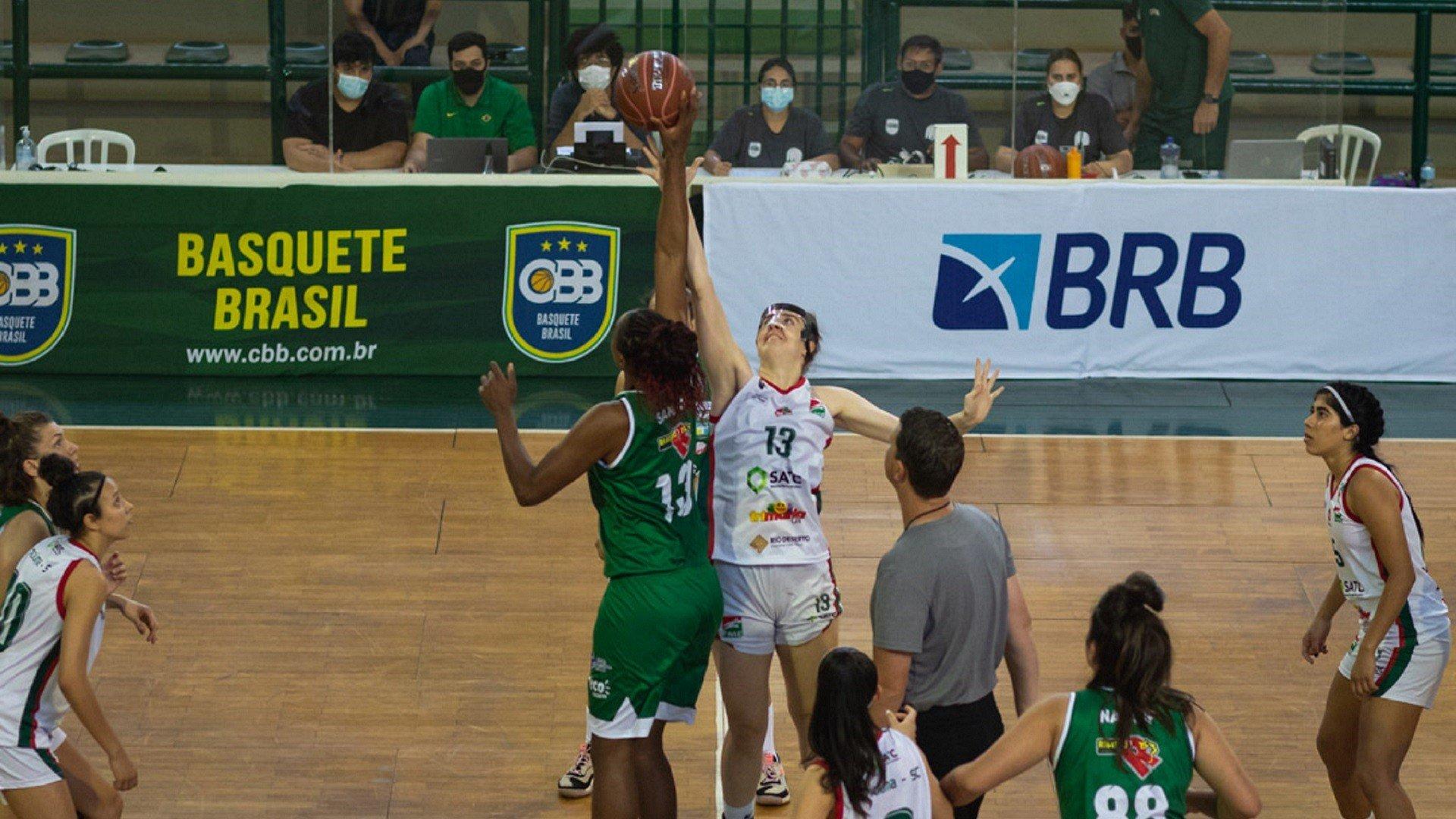 Mampituba (branco) estreou nesta segunda-feira no Campeonato Brasileiro da CBB (foto: Diego Maranhão / CBB)